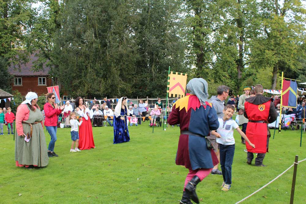 medieval-combat-action-at-the-new-deanery-2