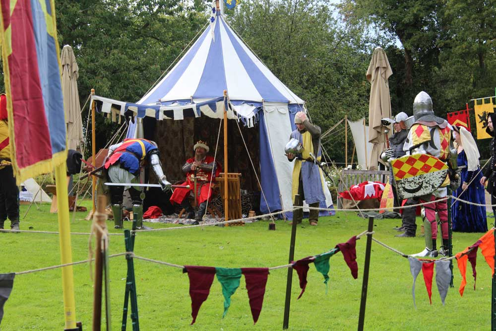 medieval-knights-re-enactors-at-the-new-deanery-4